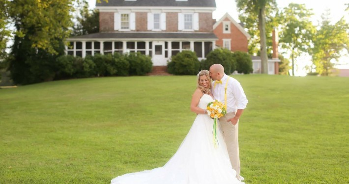 Eagle Manor Front Lawn Wedding